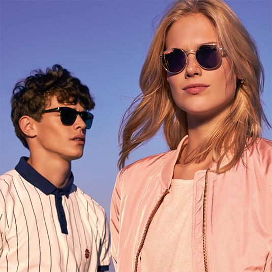 Junges Paar mit Sonnenbrillen von Tom Tailor Denim