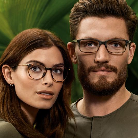 Paar mit Brillen von Tom Tailor