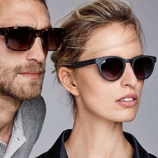 Paar mit Sonnebrillen von s.Oliver Black