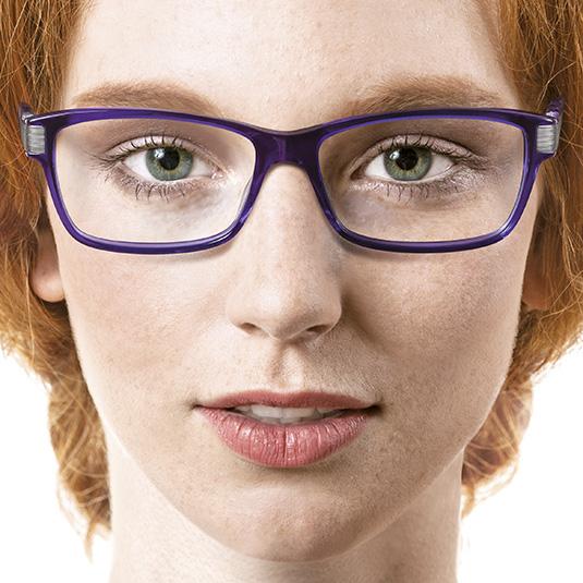 Junge Frau mit blauer Brille von Kaori