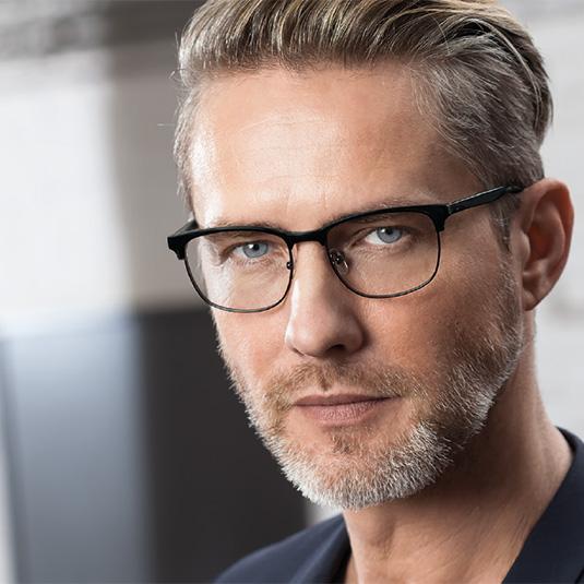 Mann mit Brille von Masao