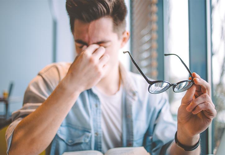 Kopp-Kirsamer - Augenschmerzen beim Buch lesen mit Brille