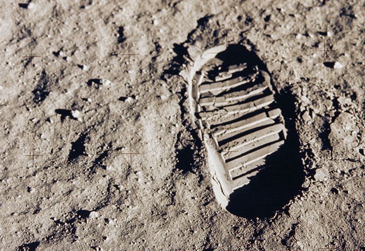 Kopp-Kirsamer - NASA_first_footprint_gpn-2001-000014