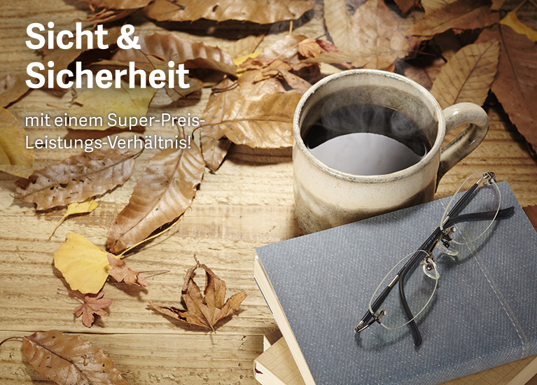 Kopp-Kirsamer - KKW19_F10_AdobeStock-74001988_Kaffee-Buch-Brille-Holztisch-Laub